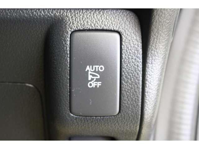 オートリトラーミラーはドアロックに連動して、ドアミラーを自動で格納します。車から離れていても、ドアミラーを見るだけで、ドアの施錠状態が確認できます。