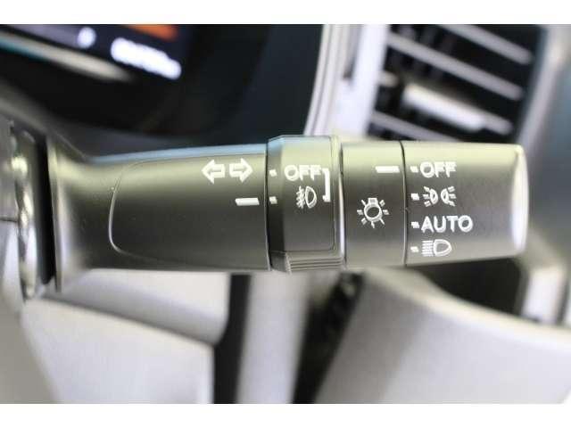 LEDヘッドライトはより明るく省電力のヘッドライトです。点灯忘れも防止できる、オートライトコントロール機構付です。