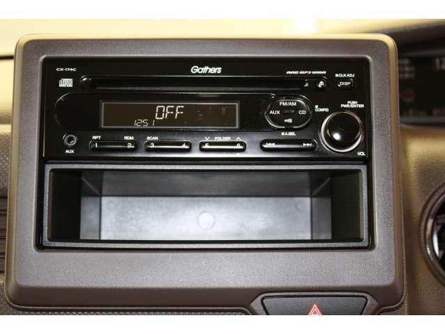ホンダギャザズCDプレーヤーを装着していますので、お気に入りの音楽でドライブをお楽しみください。小物を収納できるポケット付です。