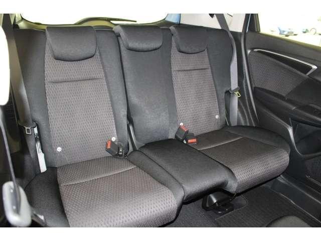 後席シートももちろん足下広々で快適♪後席の方もユッタリおくつろぎいただけます♪是非一度実際にご覧になってください!