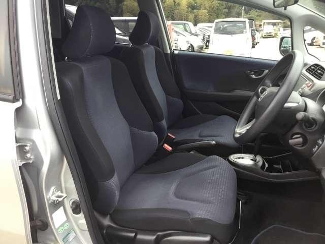 【前席】充分な広さを確保した、快適な前席!インテリアカラーも落ち着いたお色です♪、リラックスした姿勢で運転していただけます♪
