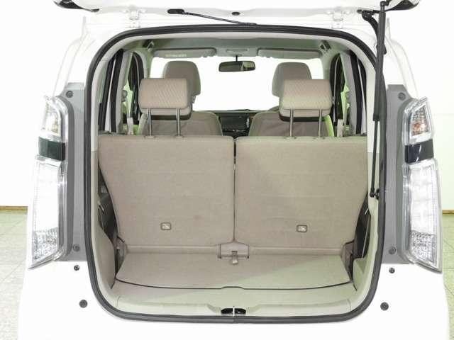 ラゲッジスペースも十分な広さを確保しております!ちょっとしたお買い物時にも荷物をたっぷり積めて便利です♪