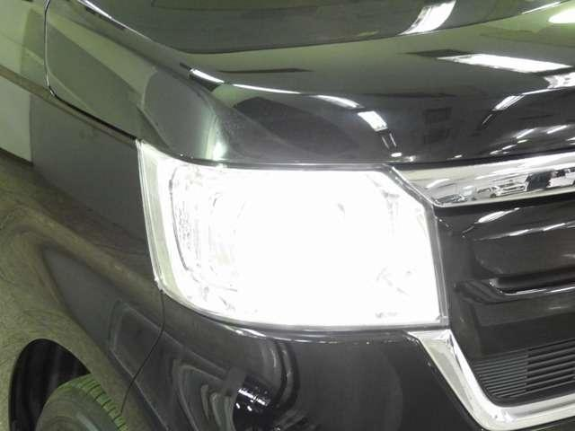 【LEDヘッドライト】大光量で夜道や雨の日の安心感を高めるLEDヘッドライト。周囲の明るさに応じて自動点灯・消灯/ライトの消し忘れも防げるオートライトコントロール付!明るいほうが運転疲労が軽減できます