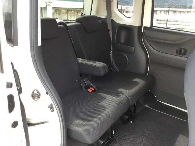 【後席】後席のお足元もとっても広いですよ!♪後席シートも乗り心地OK!ゆったり乗れます♪