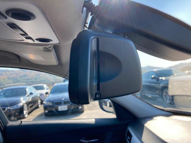 ミラー型ETCを搭載しており、高速道路をスイスイと通過!!クルマは料金所をノンストップで通過することができます!
