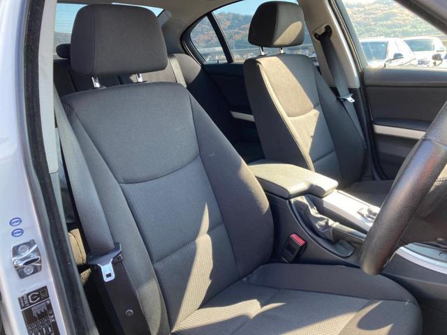 運転席助手席ともに広々とした空間があり、快適なドライブが楽しめます♪