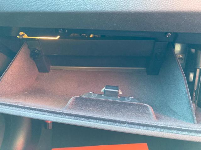 グローボックス内です!十分なスペースがあり、明かりがついているので物も取り出しやすいです!