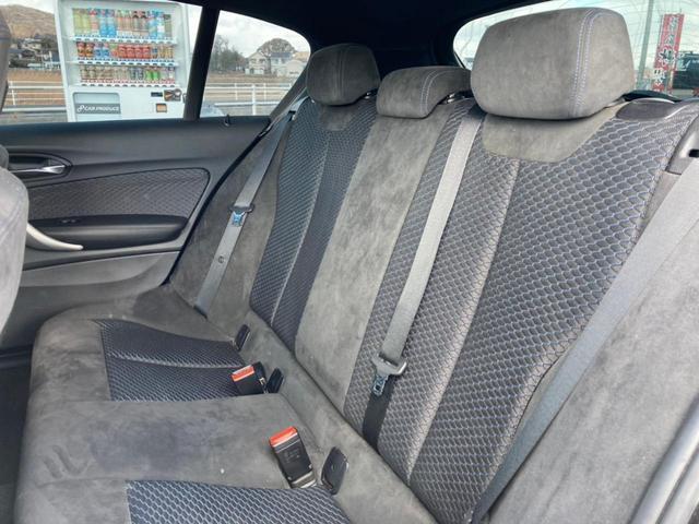 後部座席も同様に目立った傷やよれはございません!
