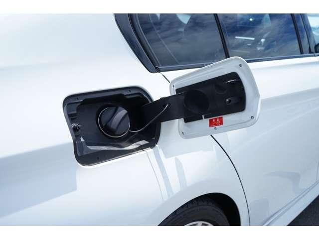 オートライトを搭載しており、自動的にライトがつくので、トンネルや夕方の道でも安心です!