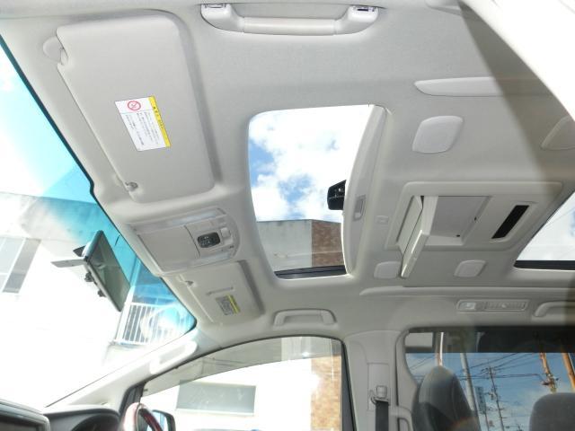 サンルーフもついております!車内が明るくなります!