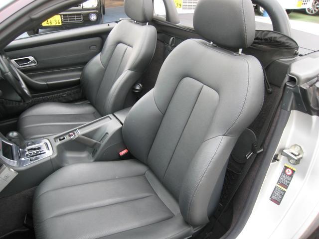 座席シート裏の少しの空間にちょっとした手荷物等収納できます!
