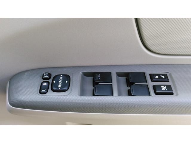 電格ミラーです。ボタン一つでドアミラーの開閉ができます。すれ違いや、パーキングの時に便利ですよ!