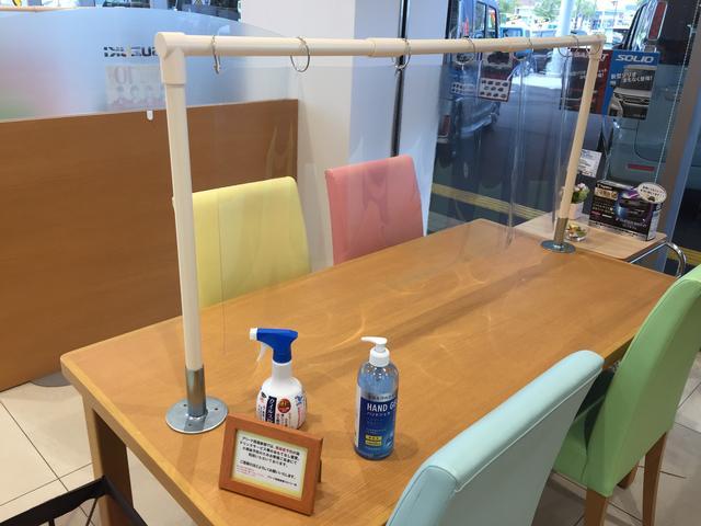 使用後のテーブルはスタッフが随時消毒致します。