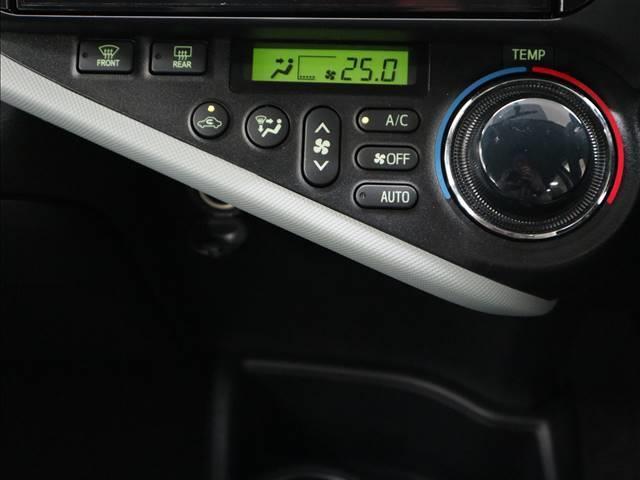 トヨタ アクア S アルパイン8インチナビTV