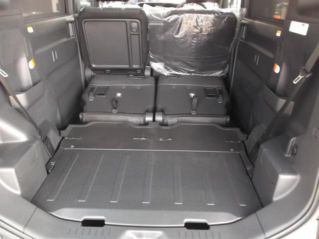 後部座席を倒せば長物・大きな荷物もしっかり載せれます!