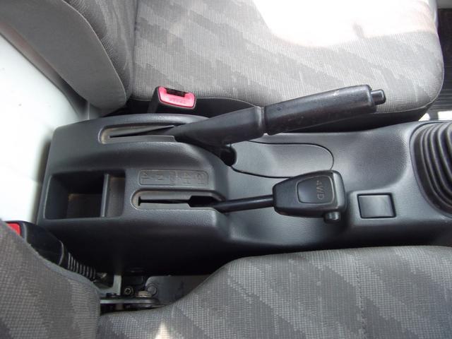 4WDの切り替えレバーも使いやすい