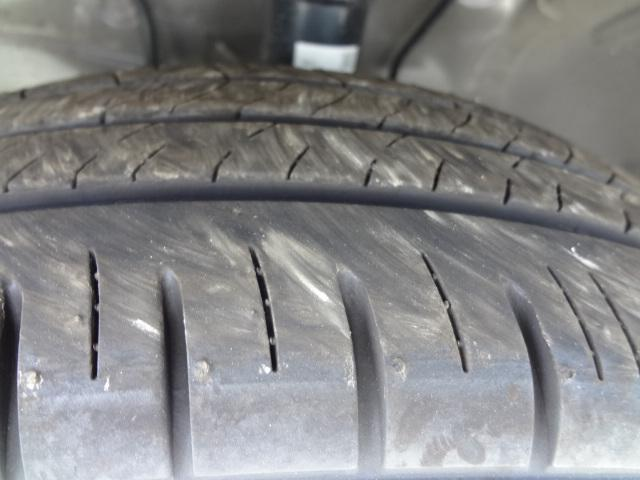 タイヤ溝まだまだあります。