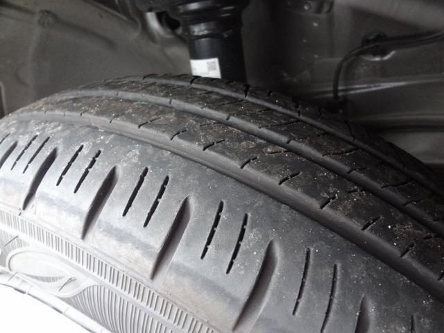 タイヤ溝まだまだあります