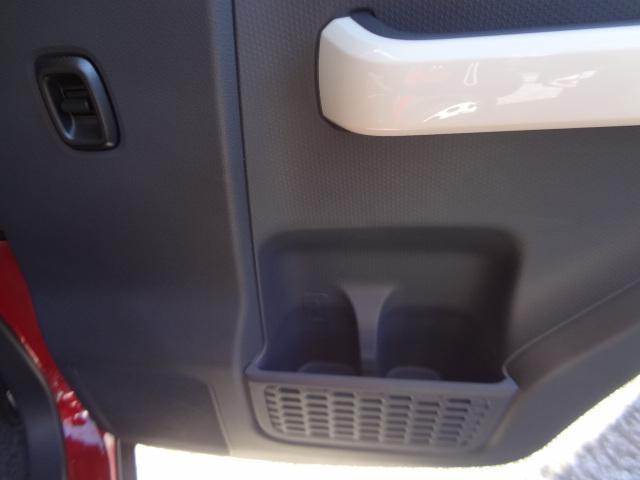 後部座席ドアにもドリンクホルダーあります。