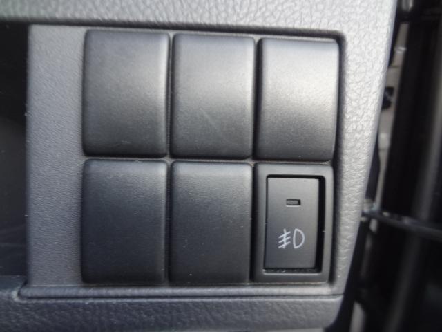 各種スイッチ類は運転席右下にあります