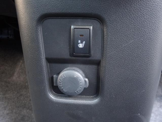 運転席シートヒーター、アクセサリーソケットあります。