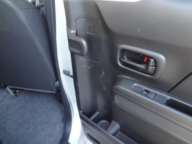 後部座席にはアンブレラホルダー付いています。