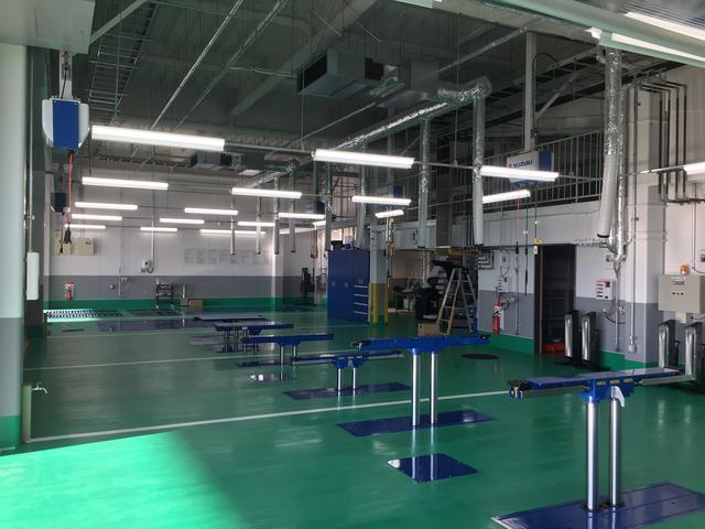 中国運輸局指定工場にてお納車前の点検整備をします。