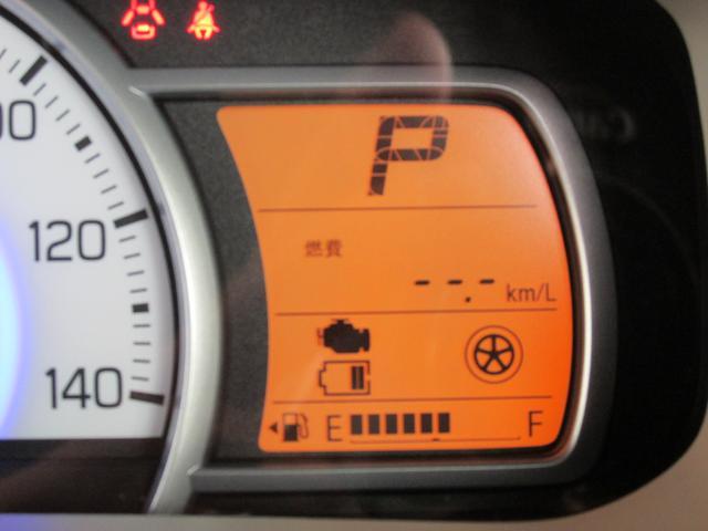 メーターには燃費などいろいろな情報が表示されます。