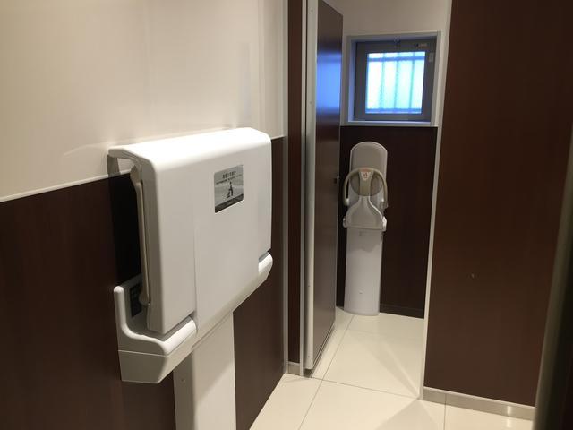 お手洗いにはおむつ交換代も設置しております。