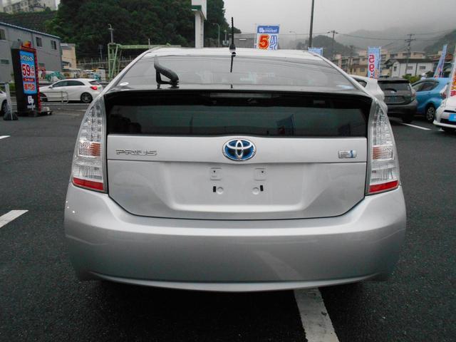 「トヨタ」「プリウス」「セダン」「広島県」の中古車4