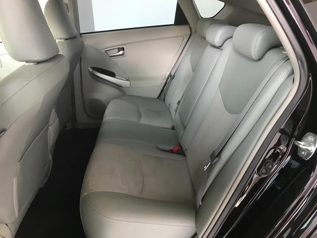 リアシートもフロントシート同様のハーフレザーシートとなっております!