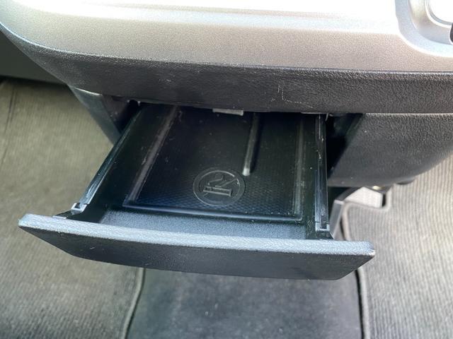RSZ 4WD 7人乗り HDDナビ 地デジテレビ TV 19インチアルミ 車高調 キーレス ETC サンルーフ ミュージックサーバー スタッドレス付き 車検4年12月まで(20枚目)