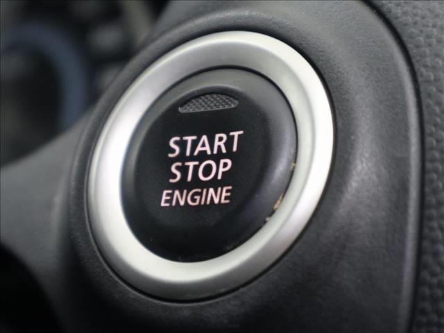 スマートキーですのでロックの開閉、エンジン始動時にカギはカバンの中やポケットの中でOKです!
