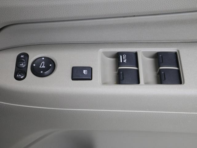 【電動格納式ミラー】車内からの角度調整はもちろん、ボタン一つでサイドミラーを格納してくれます!!
