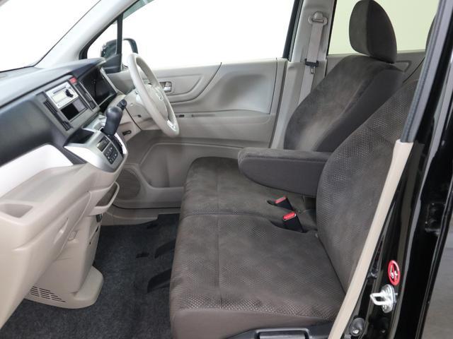 【ベンチシート】 座面も広く、長距離ドライブも疲れにくいです!