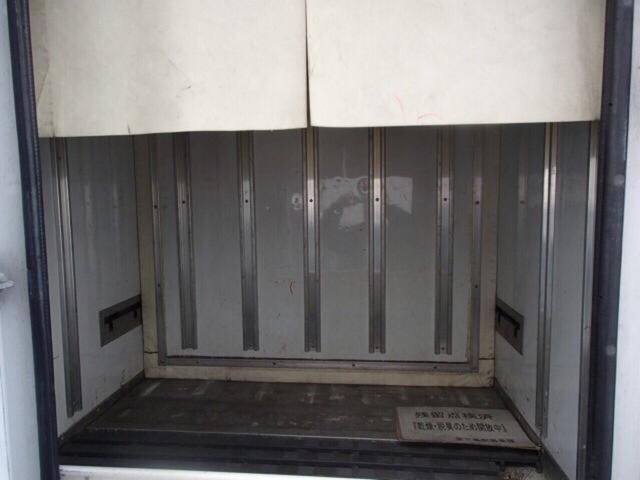 冷凍冷蔵車 ラッシングレール付き(8枚目)