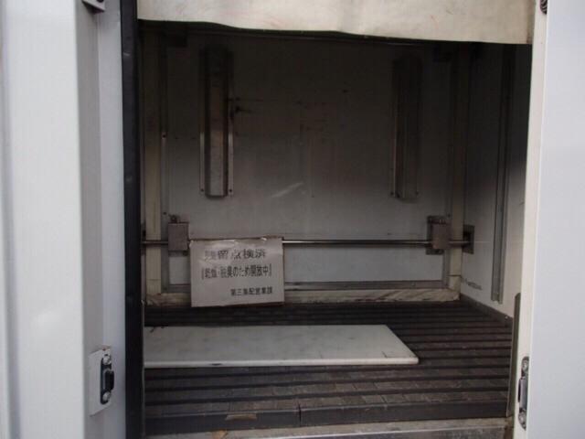 冷凍冷蔵車 ラッシングレール付き(9枚目)