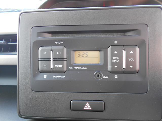 AM・FM・CD対応の純正オーディオが付属しています。ナビへの付け替えも可能ですので、ご希望の場合はご相談くださいませ。