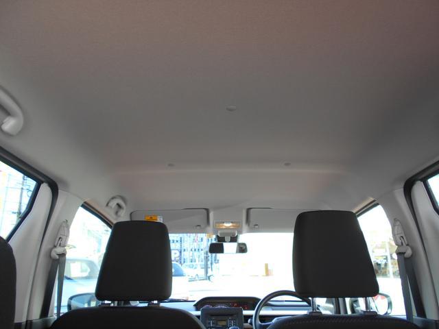 頭上空間はこ〜んなに広々!ヘッドレストは高さ調整可能です。