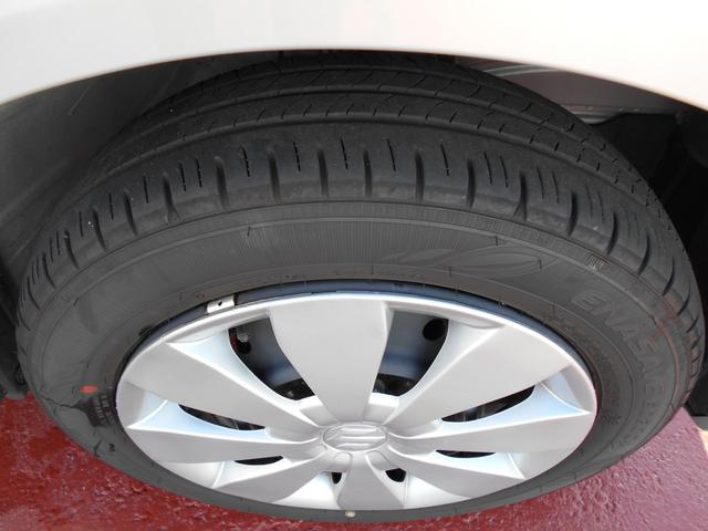 純正ホイールキャップを装着しています。タイヤ溝はまだまだたっぷり。