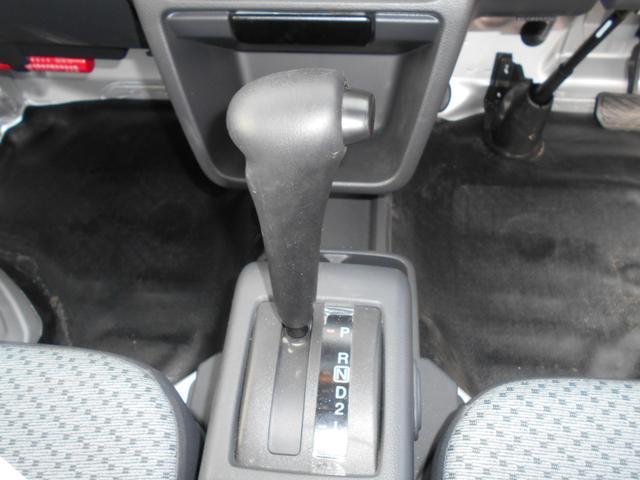 フロアシフトです。使いやすく、慣れた位置にあるので安心して運転できますよ☆