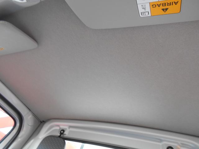 頭上空間はこ〜んなに広々!天井に目立った汚れは見られません。