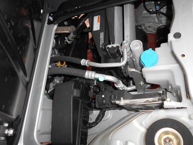 エンジンルームきれいです。新車保証継承で点検・整備後のご納車となりますので、安心してお乗りいただけます。納車後のメンテナンスもお任せください!