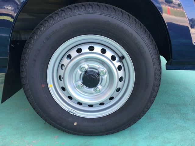 KCスペシャル 届出済未使用車 3AT 4WD スズキセーフティーサポート ノクターンブルー オプション6点付き 荷台マット フロアマット バイザー アッパーメンバーガード アングルプロテクター ナンバープレートリム(8枚目)