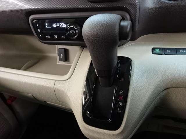 Gホンダセンシング 当社デモカー ナビ リヤカメラ LED 禁煙 メモリナビ 横滑り防止 CDオーディオ LEDヘッド フルセグ オートエアコン 1オーナー スマートキー クルーズコントロール 盗難防止システム ABS(9枚目)