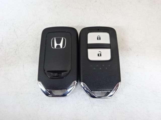 【スマートキー】キーレスをバッグやポケットに入れっぱなしでもドアロックの施錠開錠や、エンジン始動が可能です。