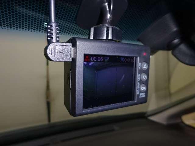 Fパッケージ ワンオーナー ナビ リヤカメラ ETC AUX TVナビ 地デジTV バックモニター付き 盗難防止 DVD再生 メモリナビ スマ-トキ- キーフリ ESC ETC オートエアコン ABS SRS(13枚目)