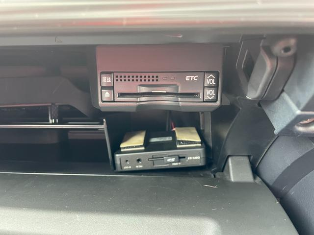 CT200h Fスポーツ BLITZ車高調・マーベリック19インチアルミホイール・LEDヘッドライト・ETC・ドライブレコーダー・スマートキー・ハイブリッド(8枚目)
