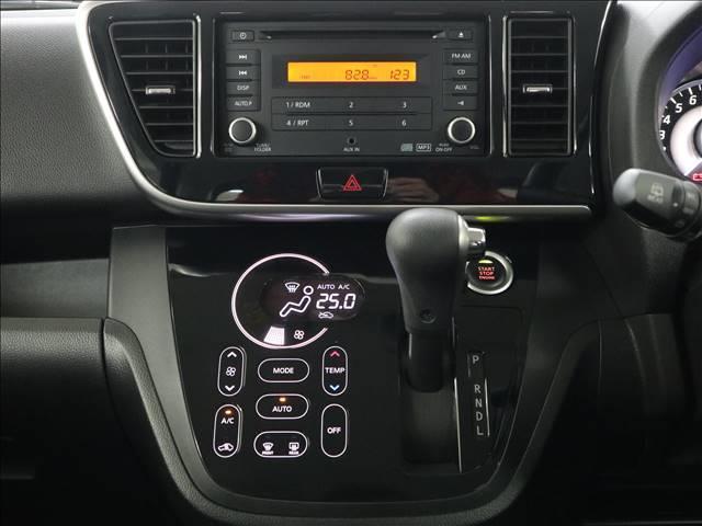 内外装キレイ!エンジンの整備や外装クリーニングはもちろんですが、車内の細部まで徹底的にクリーニングしております。オーディオ、ナビ等の操作確認もしておりますので安心です!