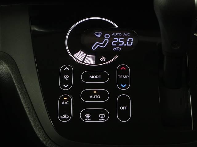 【アイドリングストップ】信号待ちなどの停車時に車のエンジンを停止させ、燃料を消費しないことで「燃費」と「環境」のことを考慮した機能です。燃費もグーーーンと良くなります!